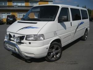 VW Transporter 2,5 tdi. rekisteröity 9 hlö.