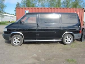 VW Transporter -02 1+8 henkilölle automaattivaihteistolla.